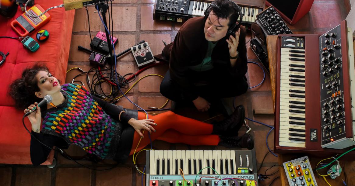 Conoce a Kozmik Café, el nuevo proyecto musical de Veronik y Dante Gonzales