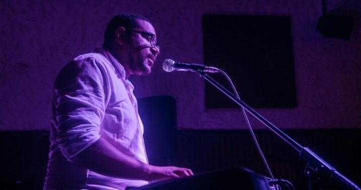Conoce a Petrus Cairo y escucha su nuevo sencillo «Bares y sol»
