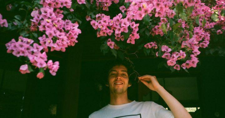 Juani Mustard nos presenta en exclusiva su nuevo EP «Tourist»