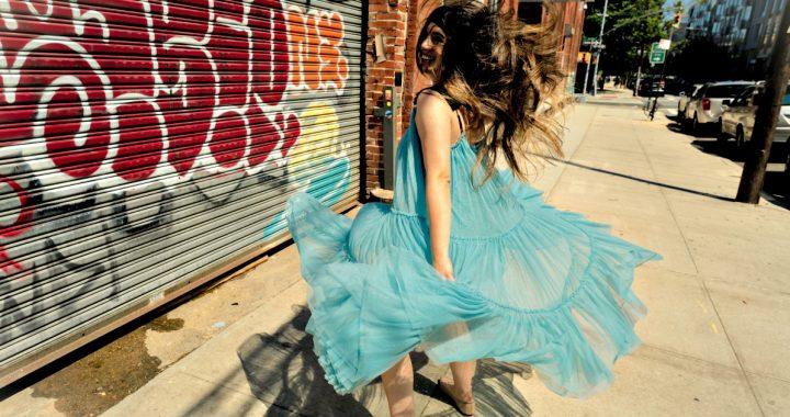 Andrea Mendoza sorprende con «Keep dancing», funk para alegrar los pies y el corazón