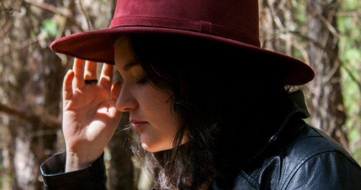 Nostalgia y fantasía pop en «Otra vez soñé contigo», lo nuevo de Steph Egry